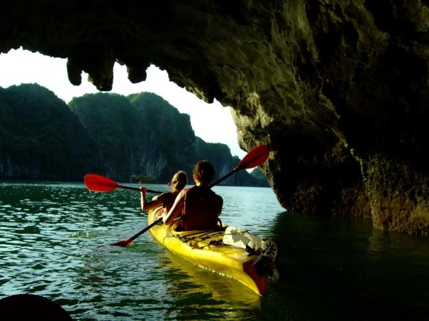 Kayak dans la Baie d'Along