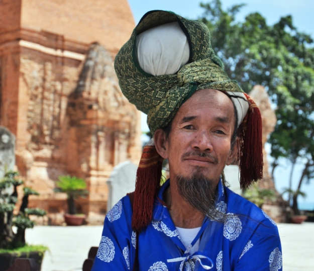 Un homme Cham local au Temple Po Nagar – photo by Karen Hewell
