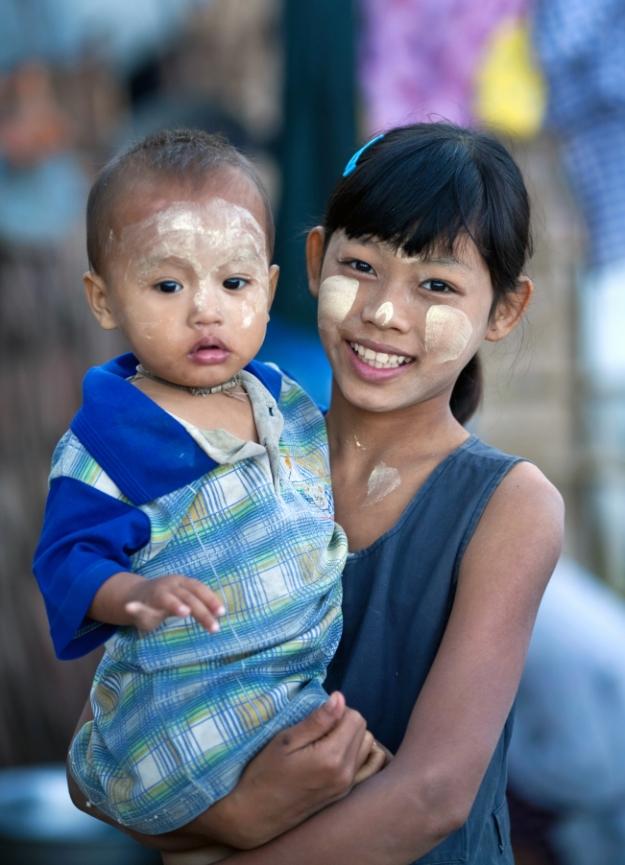 Deux magnifiques enfants au Myanmar