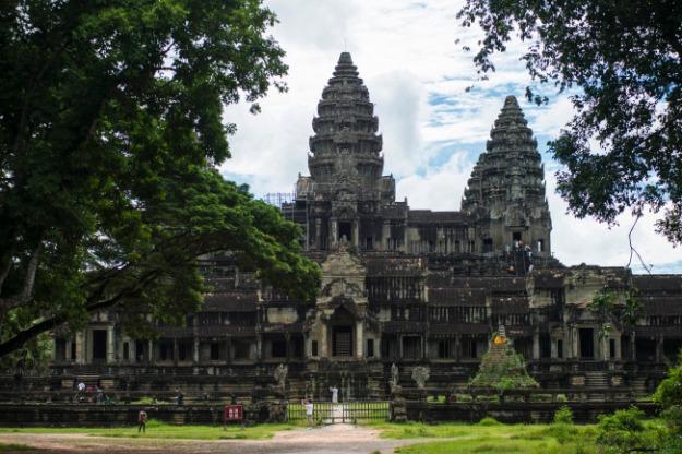 Entrée du principal temple d'Angkor, Cambodge