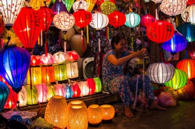 Lanternes dans la vieille ville de Hoi An