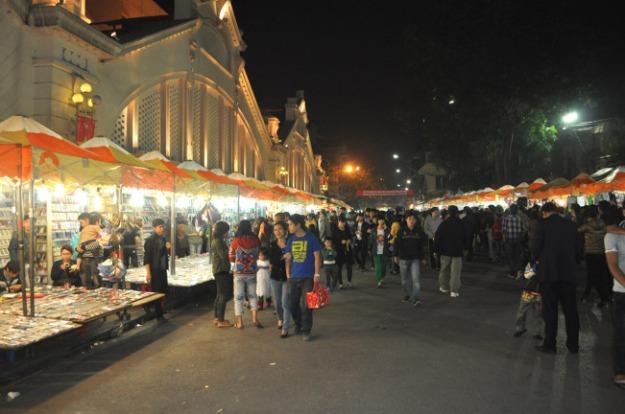 Marché de nuit de Dong Xuan, Hanoï (Source image : Google)