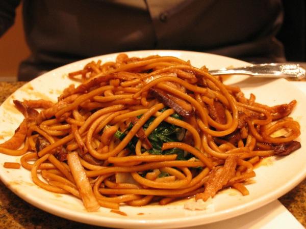 Nangyi thoke - spaghetti