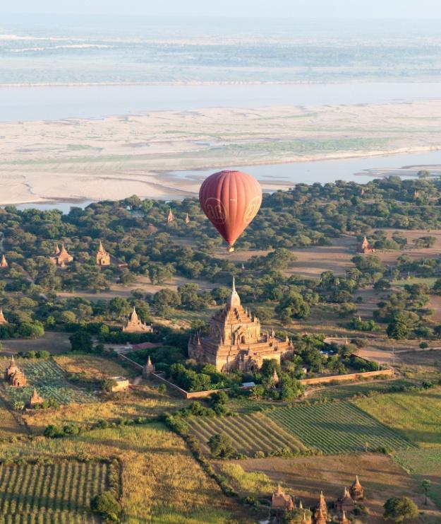 Pagode à Bagan vu du ciel
