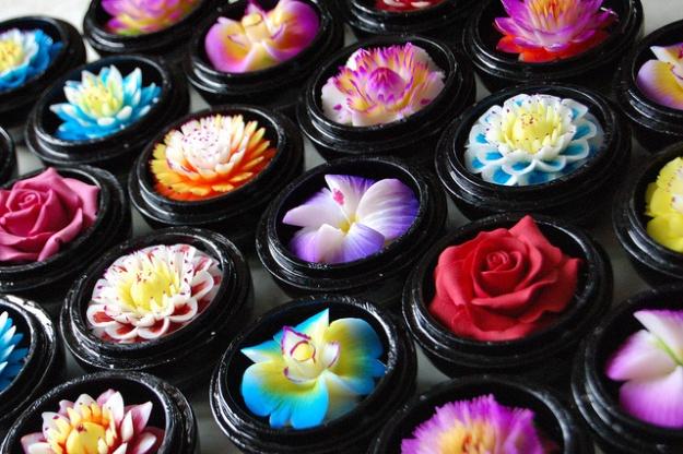 Savons décoratifs en forme de fleurs (source image : Bangkok Post)