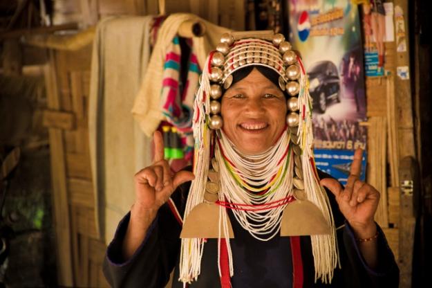 Femme de Chiang Mai portant les bijoux traditionnels en argent, Thaïlande