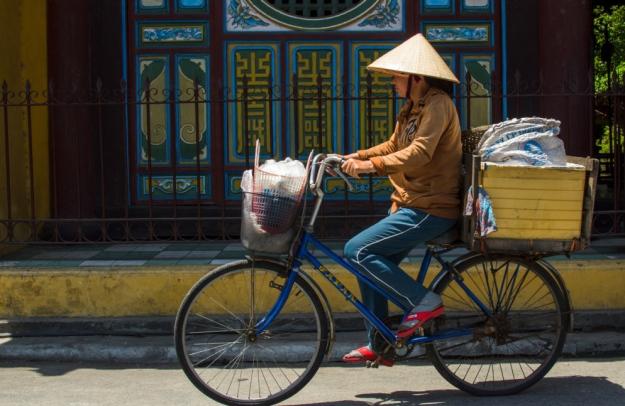 Vendeuse à vélo, Vietnam